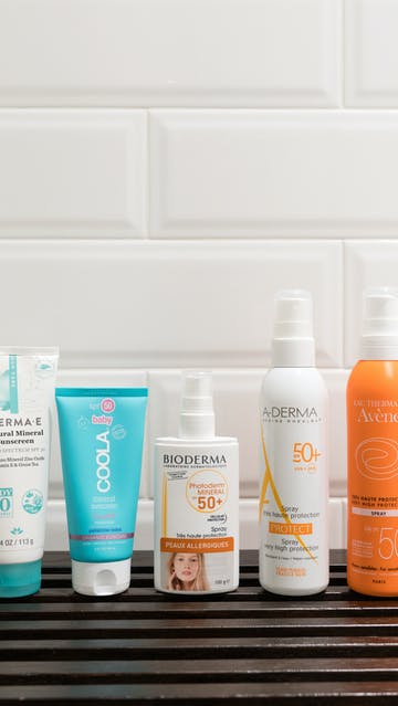 Reef-safe sunscreens: Derma E Natural Mineral Sunscreen SPF30 Body, Coola Baby Mineral Sunscreen SPF50, Bioderma Photoderm Mineral SPF50+ Spray, Aderma Protect Spray SPF50+, Avène Spray SPF50+