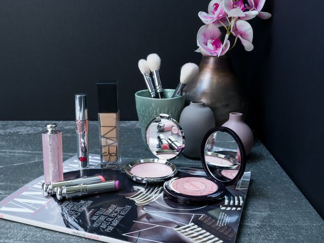 5 produits de maquillage (By Terry, Becca, Nars, YSL, Dior)