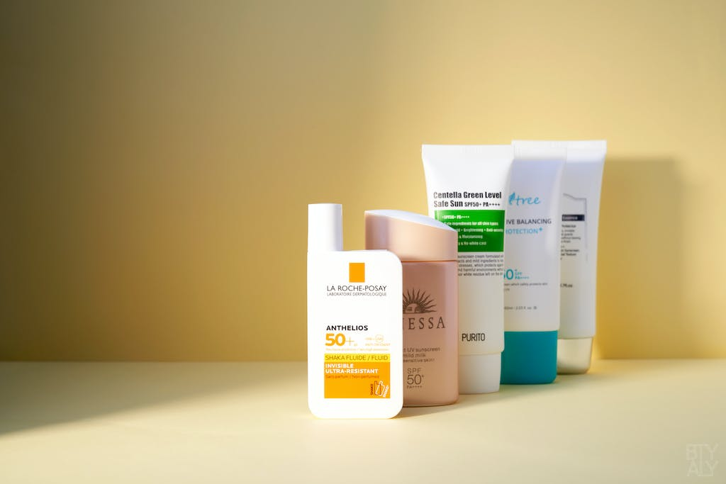 La Roche Posay Anthelios Shaka Fluide SPF 50+, Shiseido Anessa essence UV sunscreen mild milk, Isntree Sensitive Balancing Sun Protection, Klairs Soft Airy UV Essence, Purito Centella Green Level Safe Sun